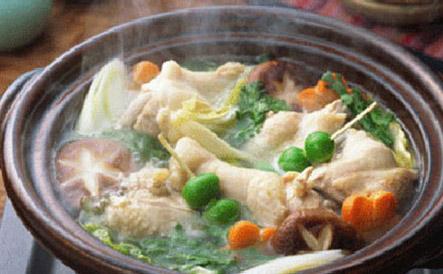 Tự nấu lẩu gà cho cả nhà với 230.000 VNĐ