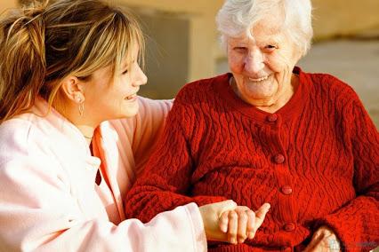Chăm sóc người già tại nhà sao cho đúng cách?